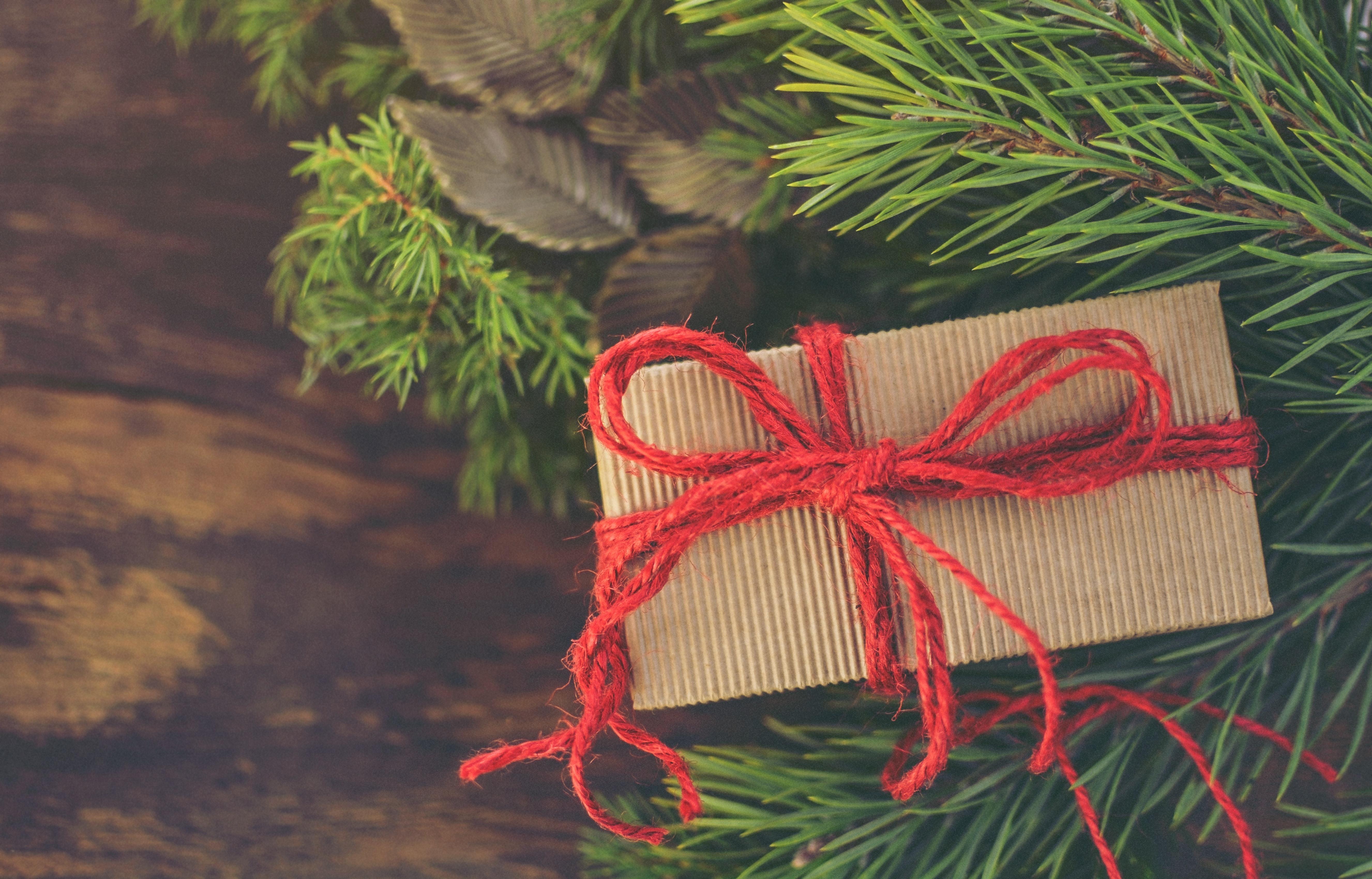 Goed verpakt kerstspullen opruimen